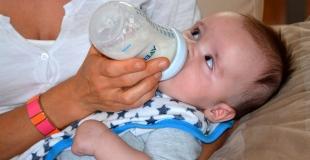 Stériliser le biberon de bébé : utile ou inutile ?