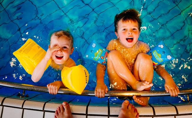 Entretenir et nettoyer sa piscine pour les enfants
